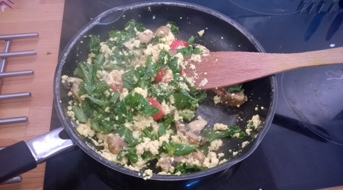 "Lazy Vegan Recipe: ""cheesy"" Scrambled Tofu with Garlic Mushrooms & Kale"