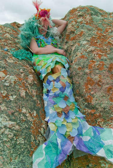 Make-a-mermaid-costume-from-old-junk