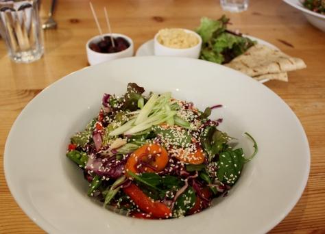 glasgow-salad-and-hummus